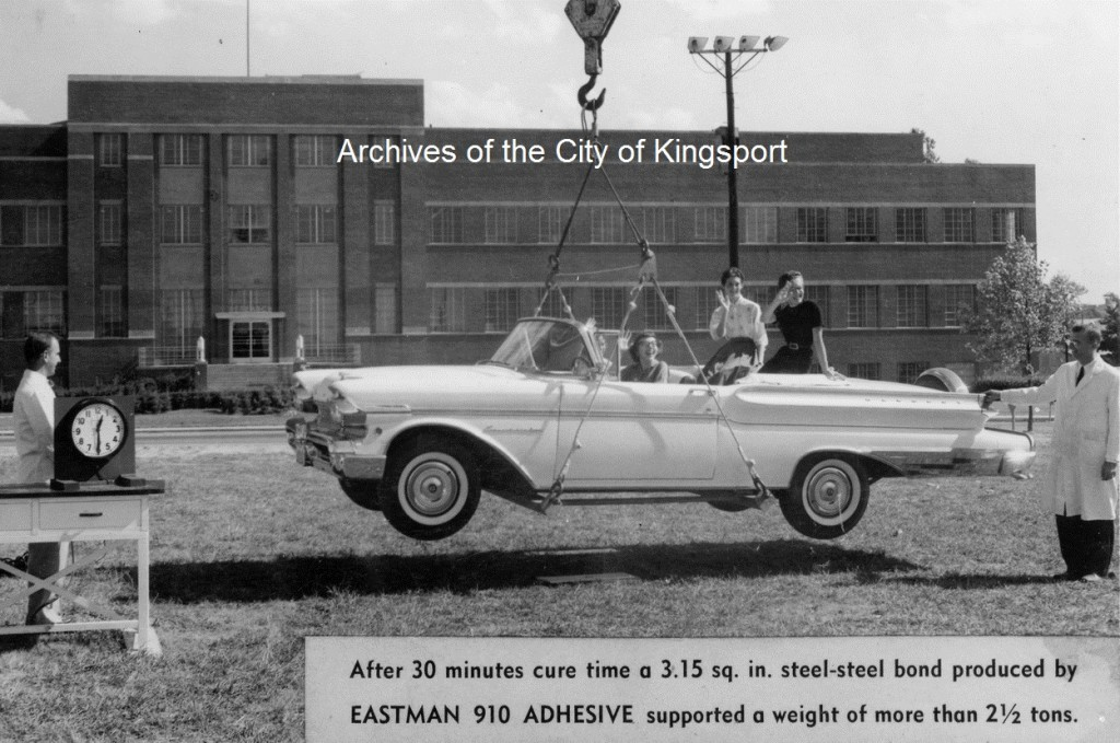 Demonstration of Eastman 910 Adhesive, 5 September 1957.
