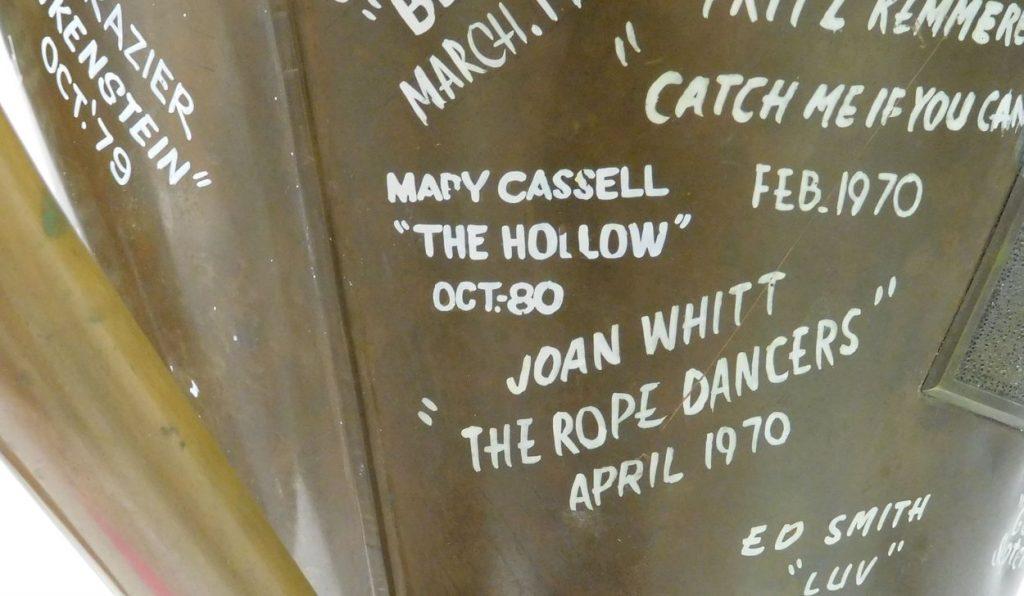 hollow1563